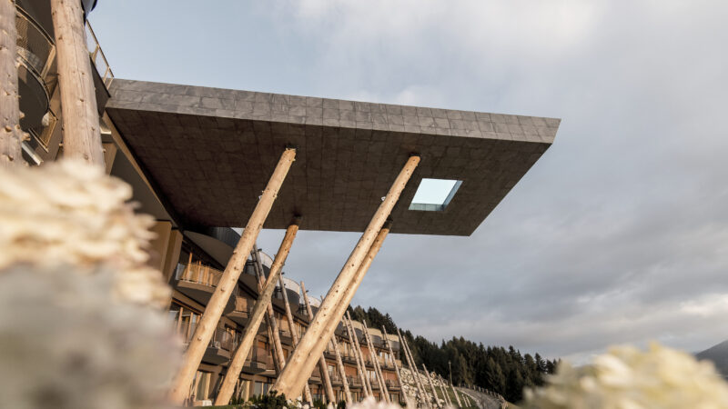 Hotel Hubertus: oscillating between heaven and earth